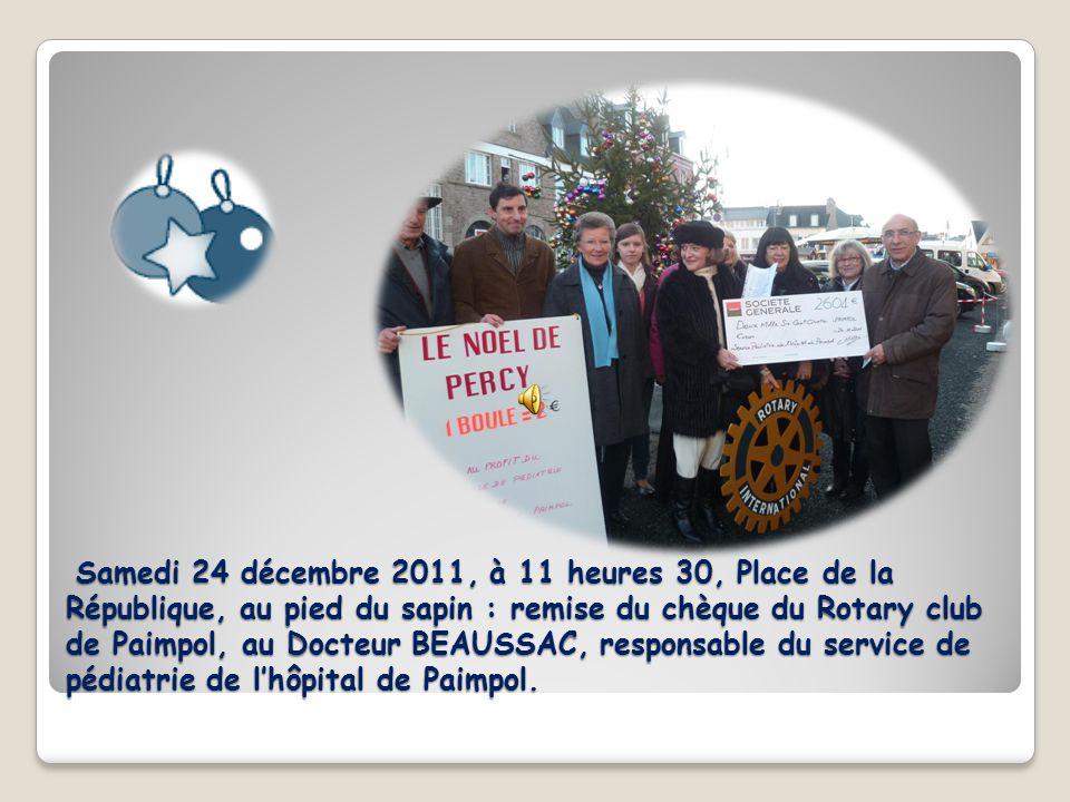 Samedi 24 décembre 2011, à 11 heures 30, Place de la République, au pied du sapin : remise du chèque du Rotary club de Paimpol, au Docteur BEAUSSAC, responsable du service de pédiatrie de l'hôpital de Paimpol.