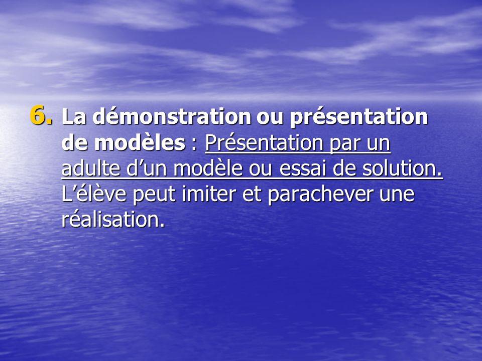 La démonstration ou présentation de modèles : Présentation par un adulte d'un modèle ou essai de solution.