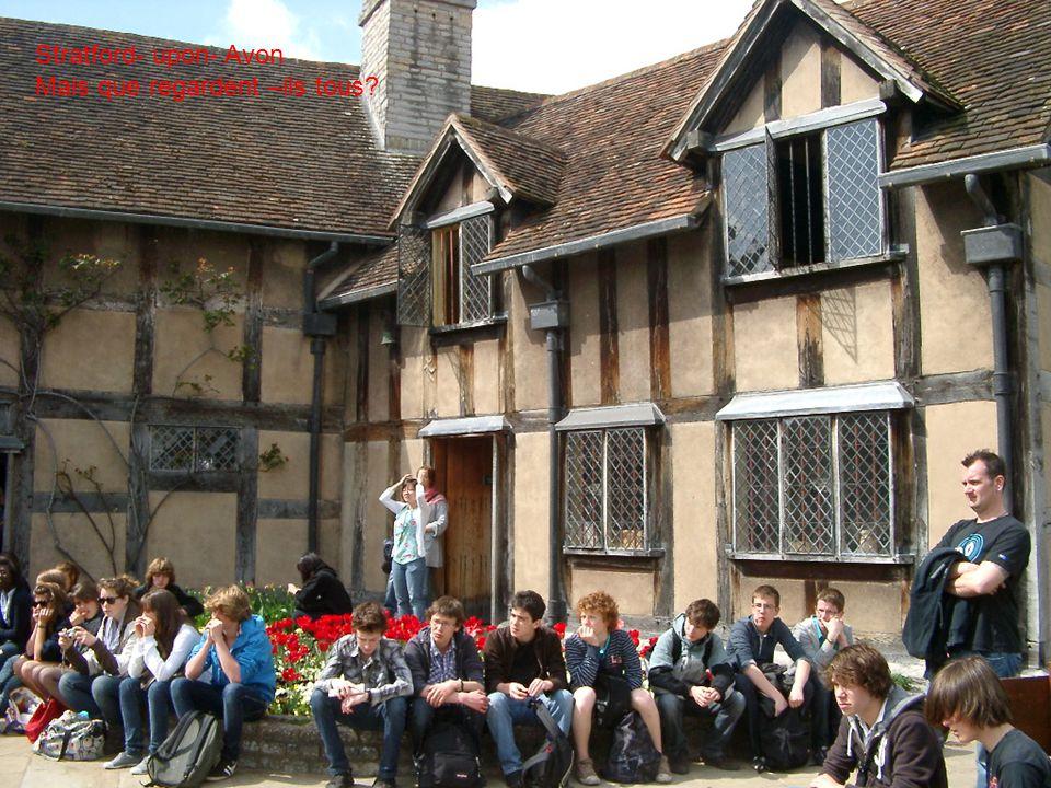 Stratford- upon- Avon Mais que regardent –ils tous
