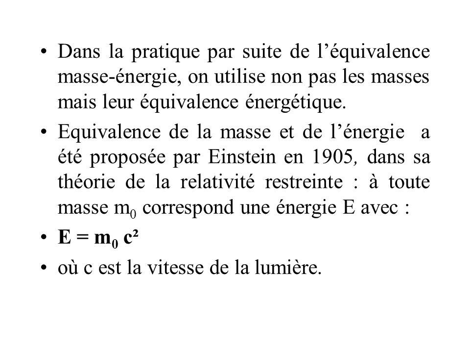 Dans la pratique par suite de l'équivalence masse-énergie, on utilise non pas les masses mais leur équivalence énergétique.