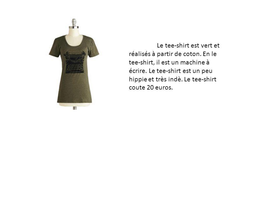 Le tee-shirt est vert et réalisés à partir de coton