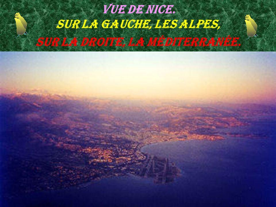 Vue de Nice. Sur la gauche, les Alpes, sur la droite, la Méditerranée.