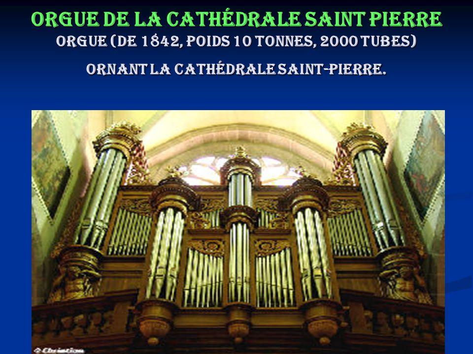 Orgue de la cathédrale Saint Pierre Orgue (de 1842, poids 10 tonnes, 2000 tubes) ornant la Cathédrale Saint-Pierre.