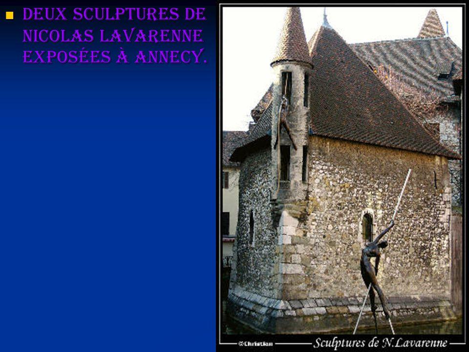 Deux sculptures de Nicolas Lavarenne exposées à Annecy.
