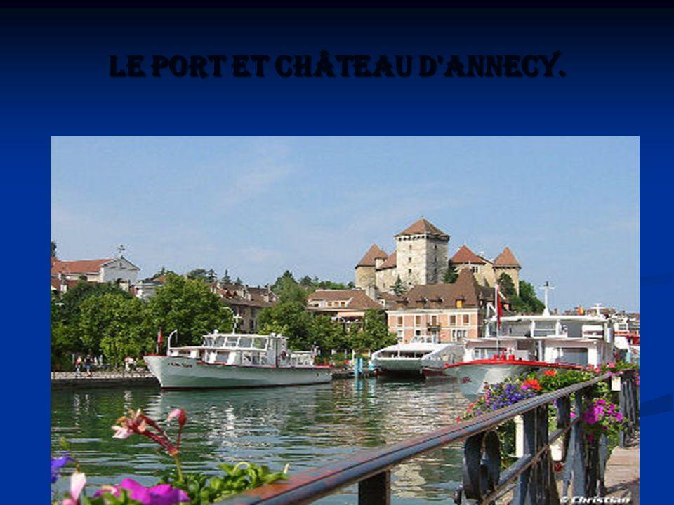 Le port et château d Annecy.