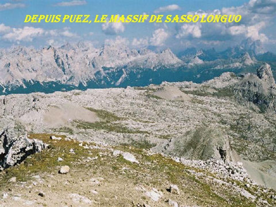 Depuis Puez, le massif de Sasso Longuo