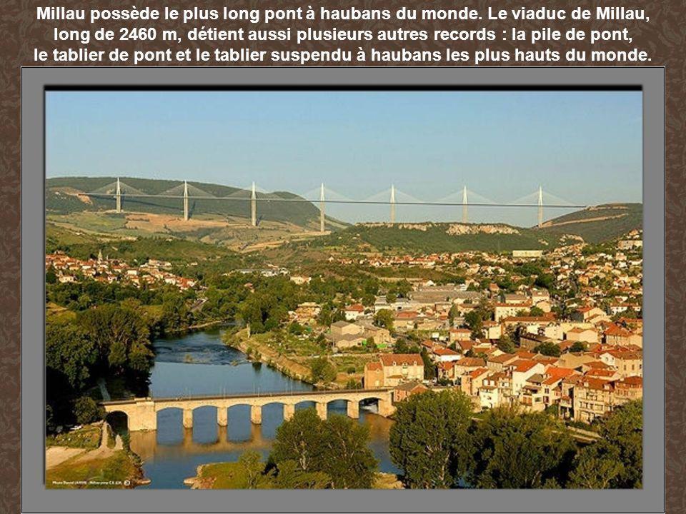 Millau possède le plus long pont à haubans du monde