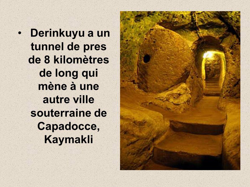 Derinkuyu a un tunnel de pres de 8 kilomètres de long qui mène à une autre ville souterraine de Capadocce, Kaymakli