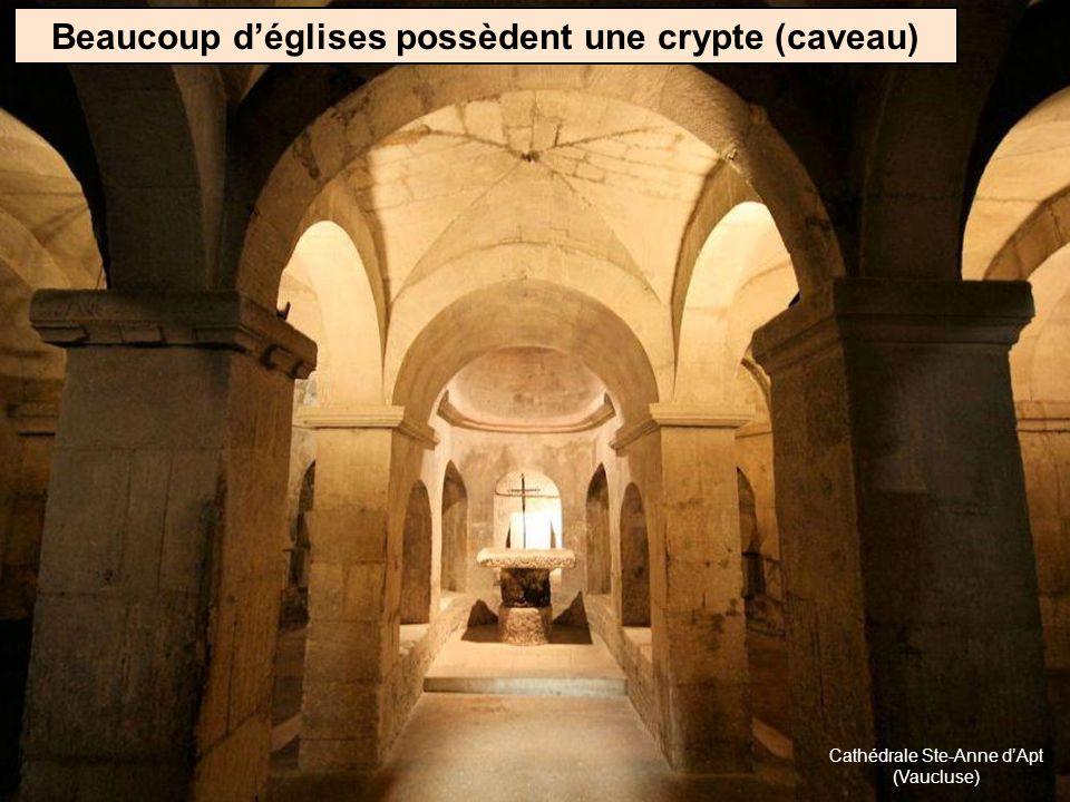 Beaucoup d'églises possèdent une crypte (caveau)