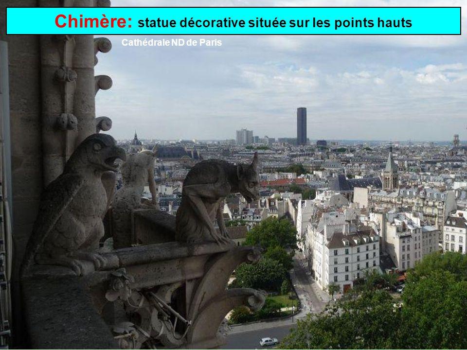 Chimère: statue décorative située sur les points hauts