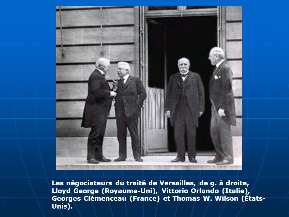 Les négociateurs du traité de Versailles, de g