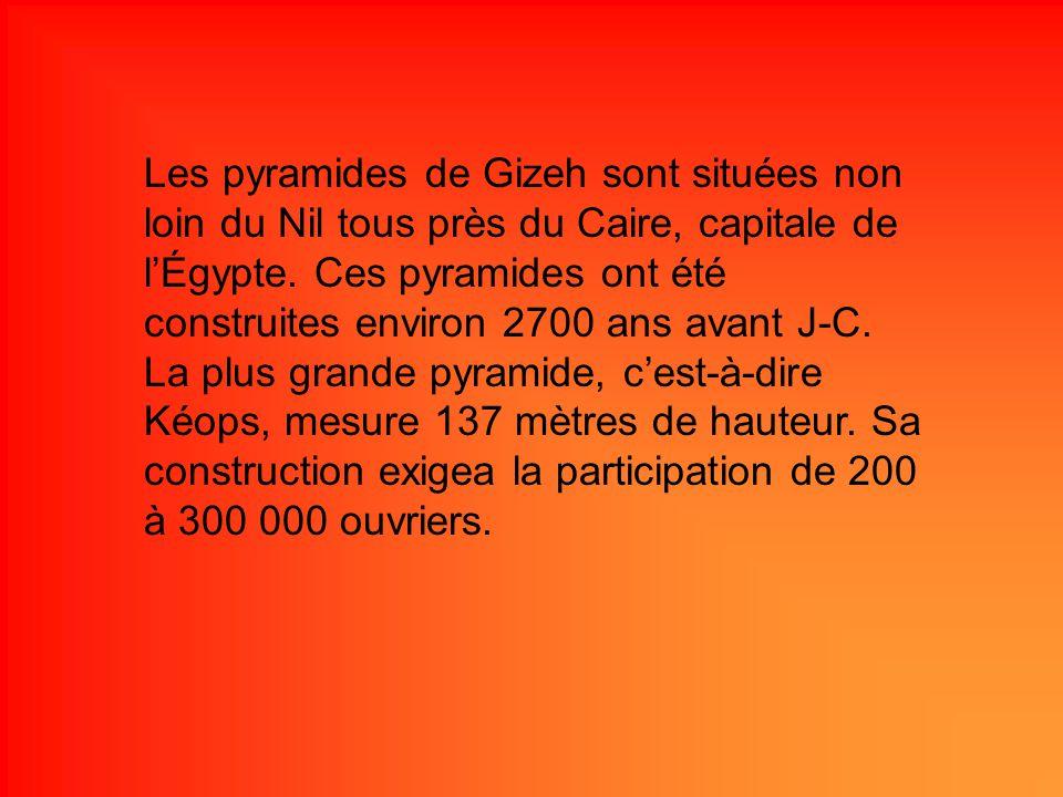 Les pyramides de Gizeh sont situées non loin du Nil tous près du Caire, capitale de l'Égypte.
