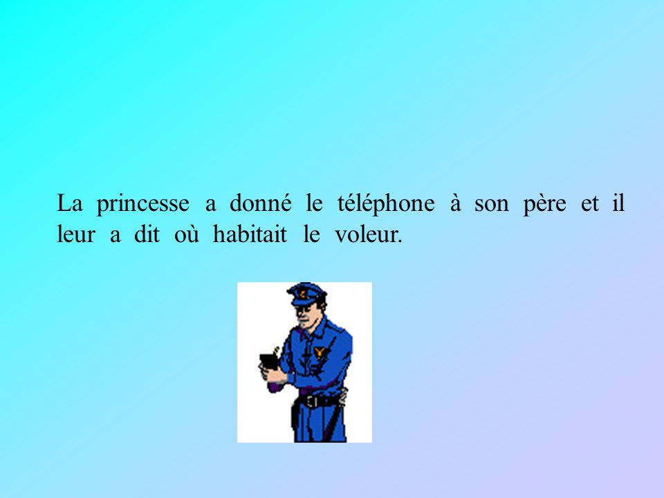 La princesse a donné le téléphone à son père et il leur a dit où habitait le voleur.