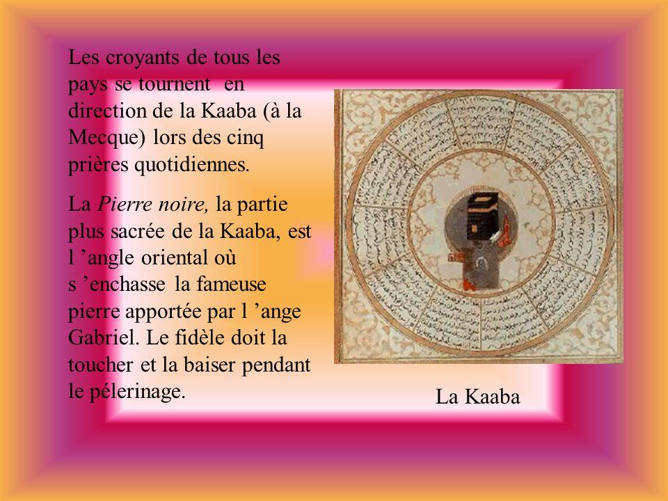 Les croyants de tous les pays se tournent en direction de la Kaaba (à la Mecque) lors des cinq prières quotidiennes.