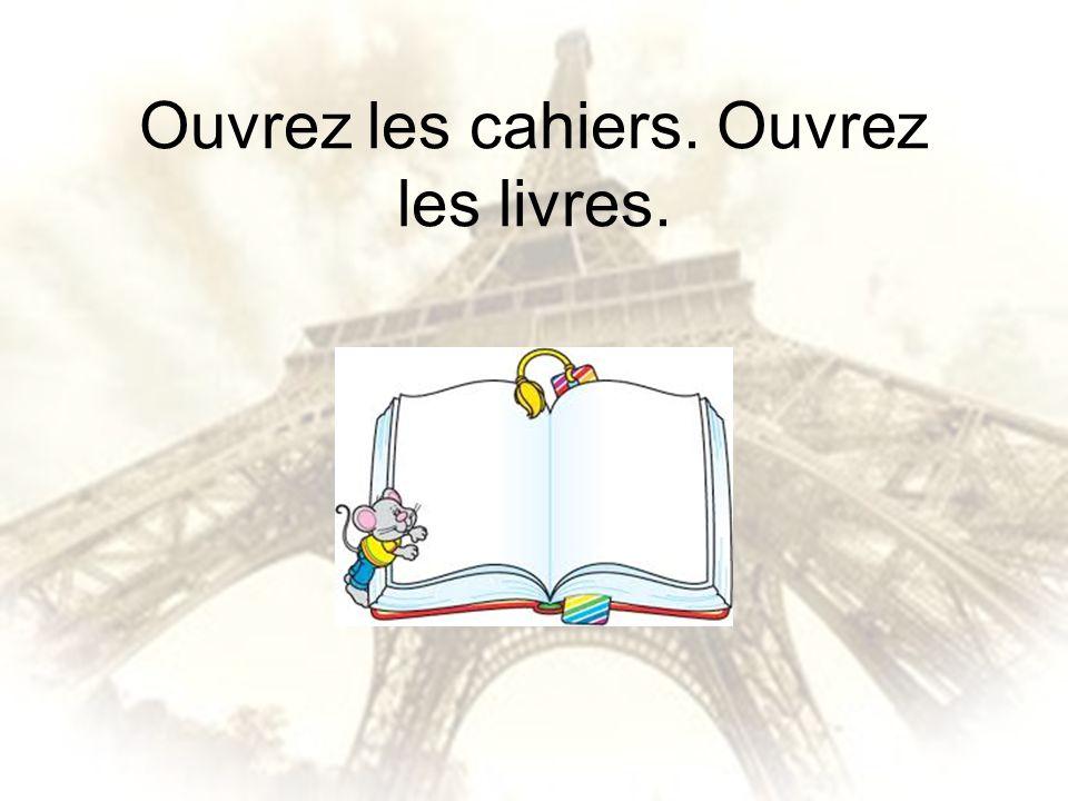 Ouvrez les cahiers. Ouvrez les livres.