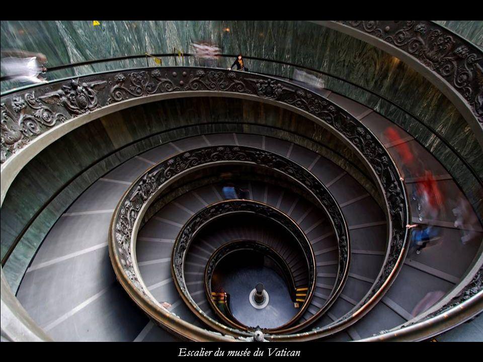 Escalier du musée du Vatican