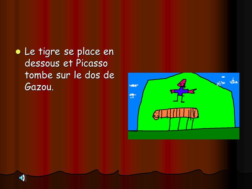 Le tigre se place en dessous et Picasso tombe sur le dos de Gazou.