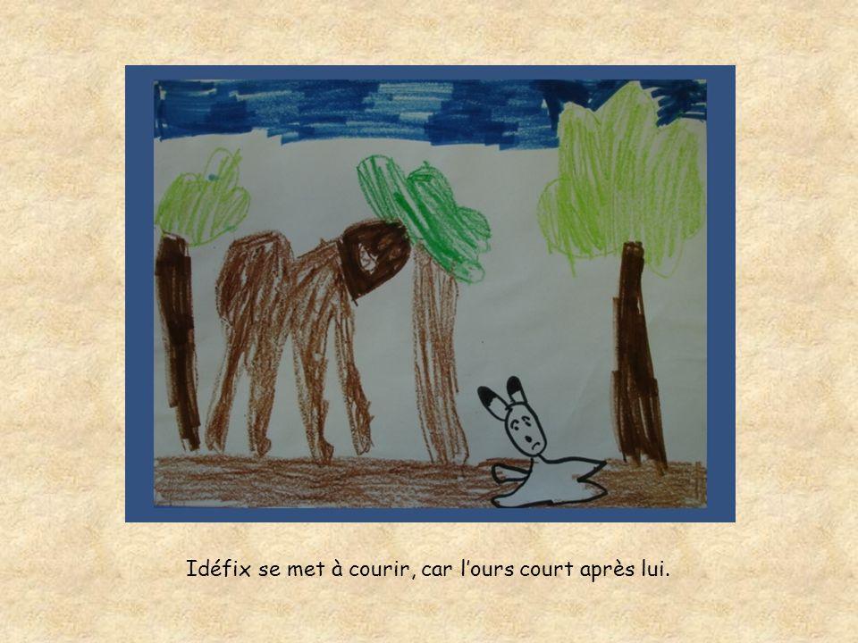 Idéfix se met à courir, car l'ours court après lui.