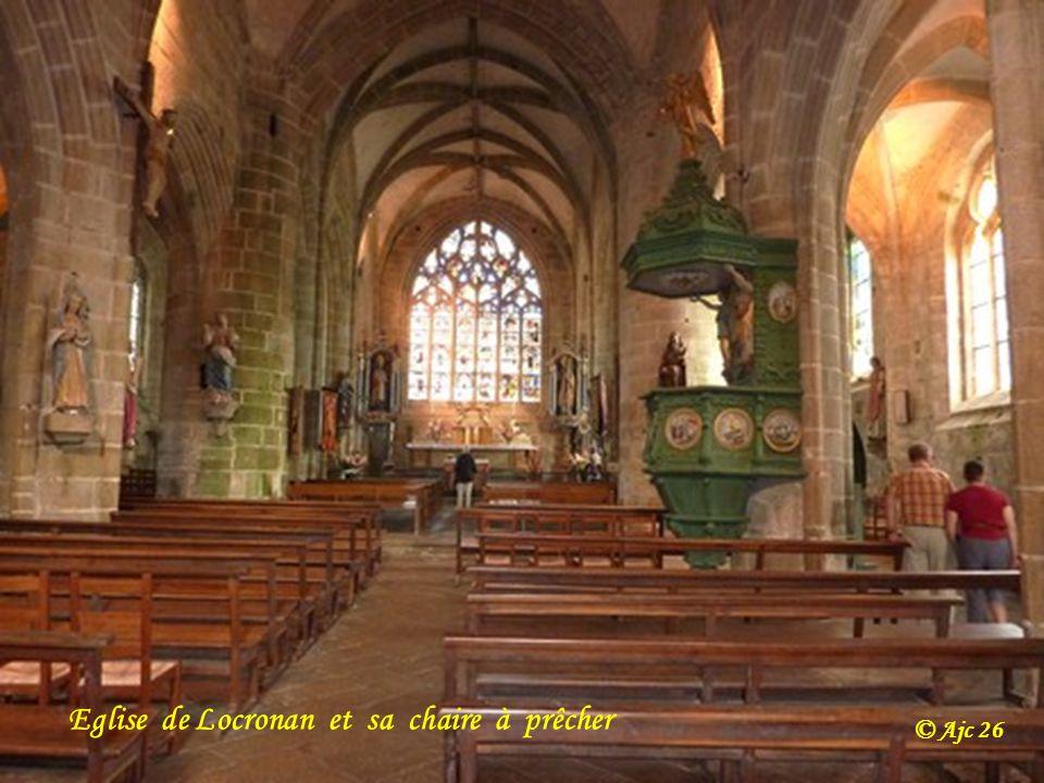 Eglise de Locronan et sa chaire à prêcher