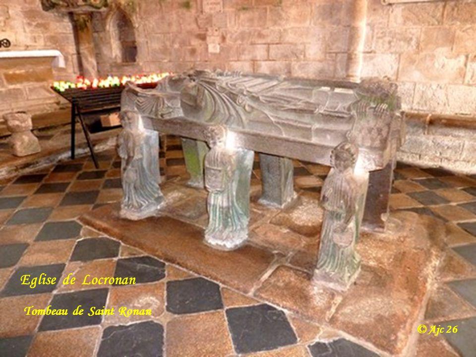 Eglise de Locronan Tombeau de Saint Ronan © Ajc 26