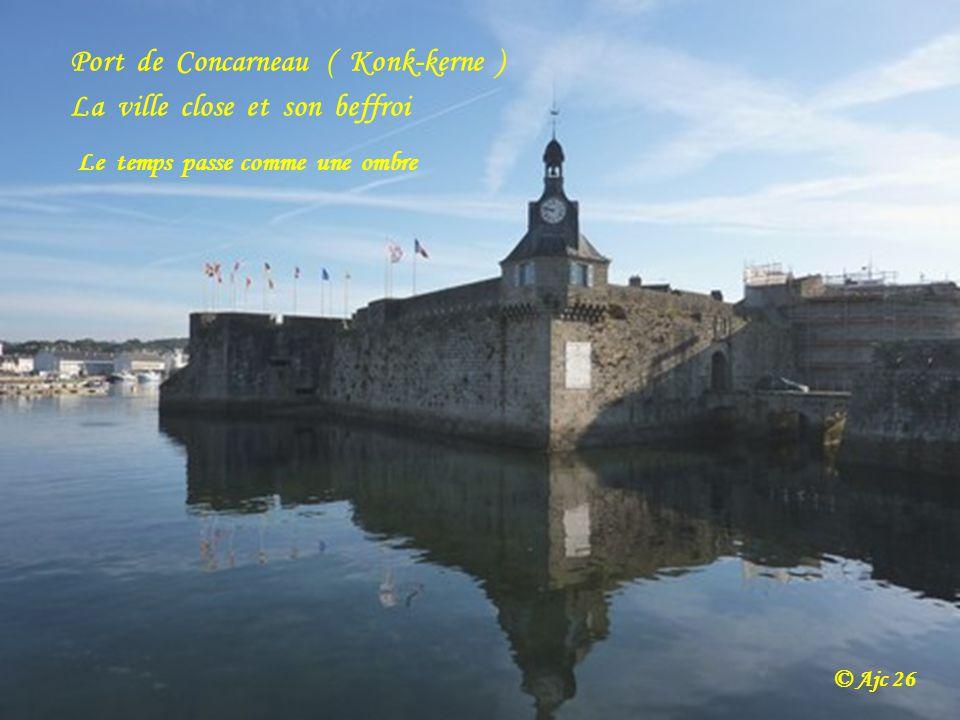 Port de Concarneau ( Konk-kerne ) La ville close et son beffroi