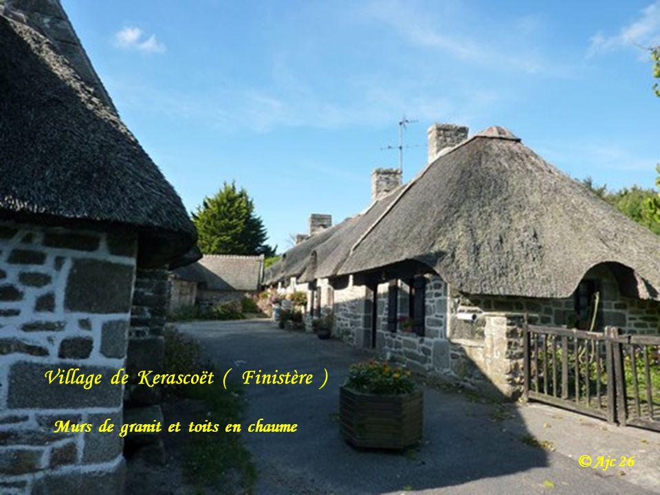 Village de Kerascoët ( Finistère )
