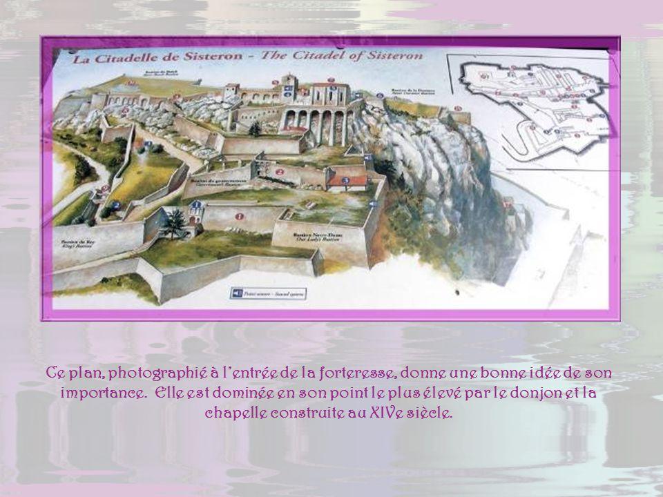 Ce plan, photographié à l'entrée de la forteresse, donne une bonne idée de son importance.