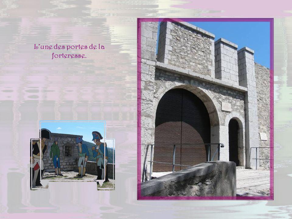 L'une des portes de la forteresse.