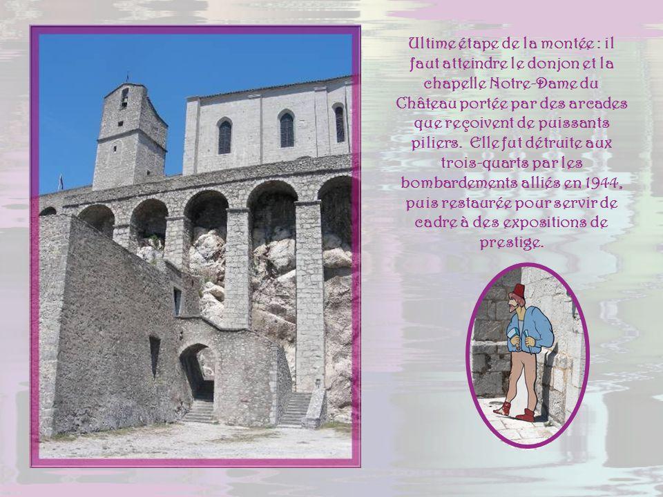 Ultime étape de la montée : il faut atteindre le donjon et la chapelle Notre-Dame du Château portée par des arcades que reçoivent de puissants piliers.