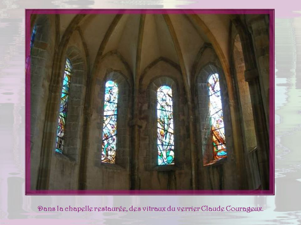 Dans la chapelle restaurée, des vitraux du verrier Claude Courageux.