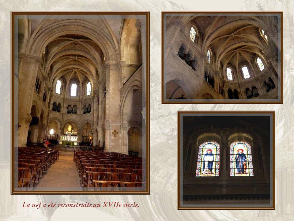 La nef a été reconstruite au XVIIe siècle.