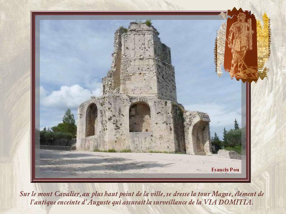Sur le mont Cavalier, au plus haut point de la ville, se dresse la tour Magne, élément de l'antique enceinte d'Auguste qui assurait la surveillance de la VIA DOMITIA.