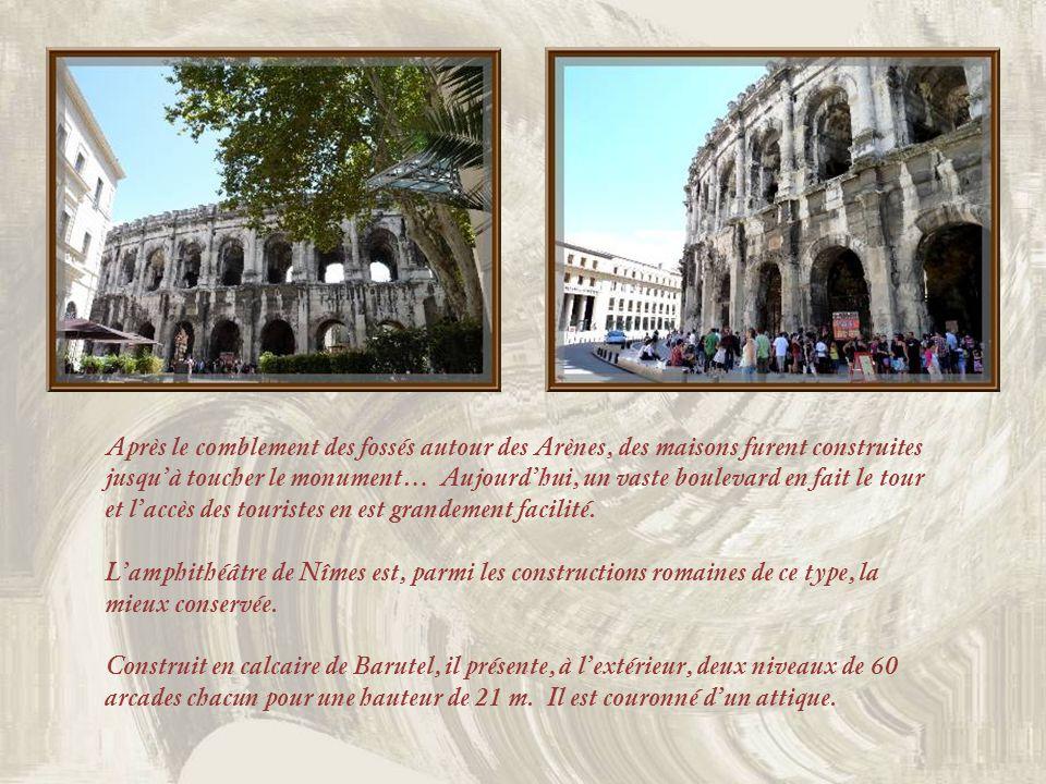 Après le comblement des fossés autour des Arènes, des maisons furent construites jusqu'à toucher le monument… Aujourd'hui, un vaste boulevard en fait le tour et l'accès des touristes en est grandement facilité.