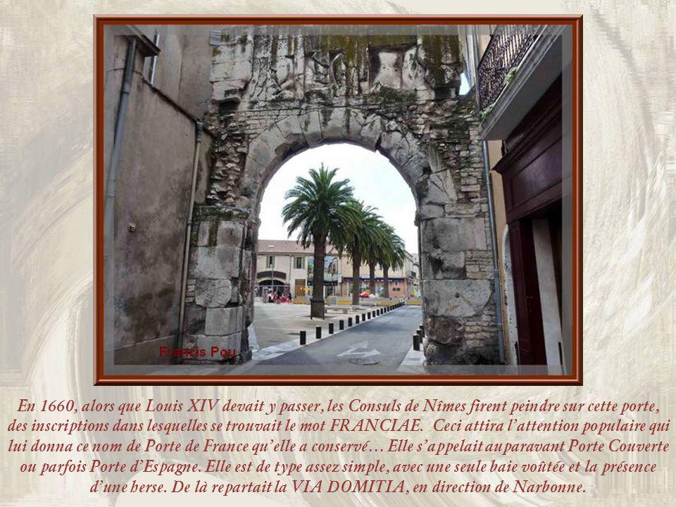 En 1660, alors que Louis XIV devait y passer, les Consuls de Nîmes firent peindre sur cette porte, des inscriptions dans lesquelles se trouvait le mot FRANCIAE.