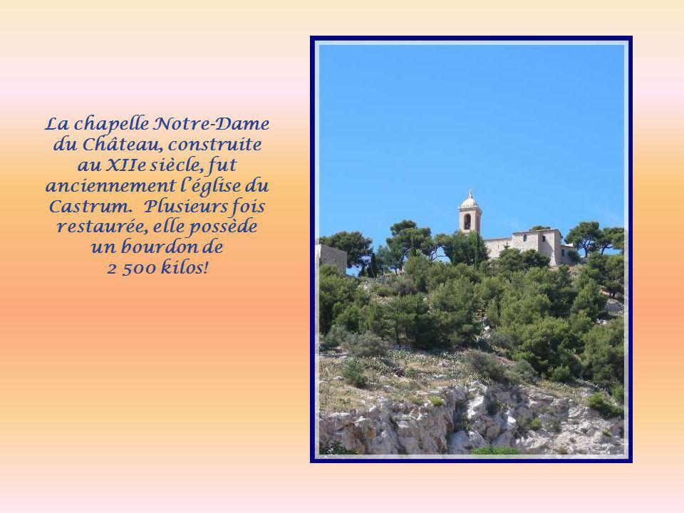 La chapelle Notre-Dame du Château, construite au XIIe siècle, fut anciennement l'église du Castrum. Plusieurs fois restaurée, elle possède un bourdon de
