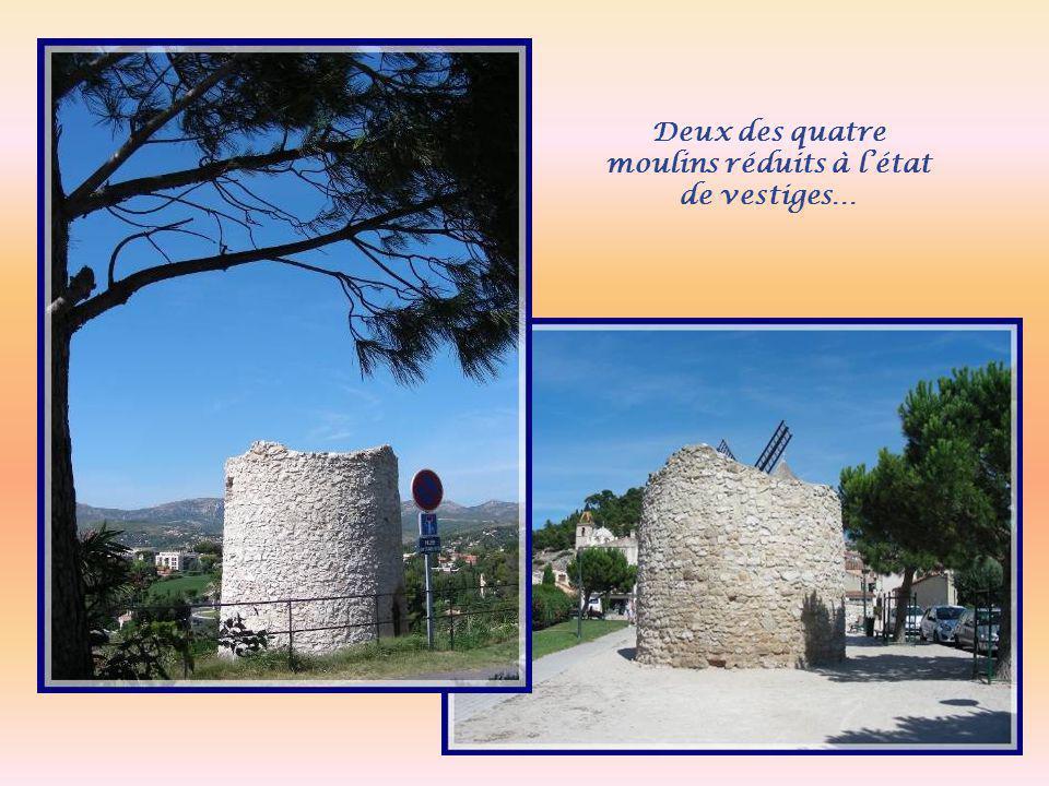 Deux des quatre moulins réduits à l'état de vestiges…