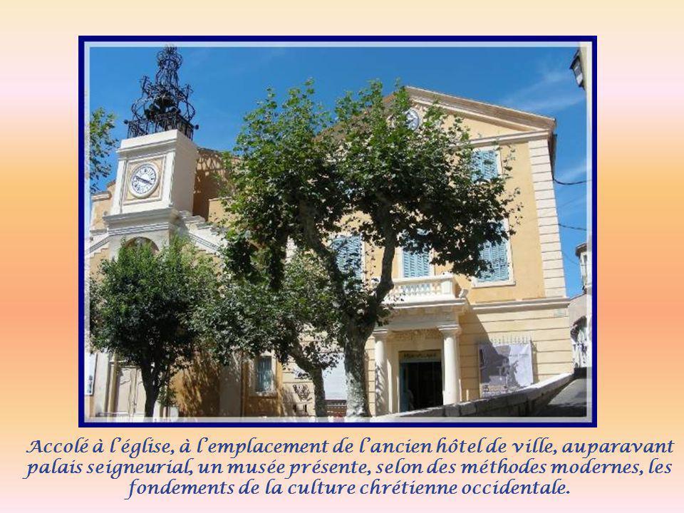 Accolé à l'église, à l'emplacement de l'ancien hôtel de ville, auparavant palais seigneurial, un musée présente, selon des méthodes modernes, les fondements de la culture chrétienne occidentale.