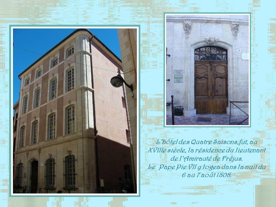 Le Pape Pie VII y logea dans la nuit du 6 au 7 août 1808.