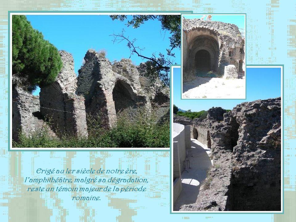 Erigé au Ier siècle de notre ère, l'amphithéâtre, malgré sa dégradation, reste un témoin majeur de la période romaine.