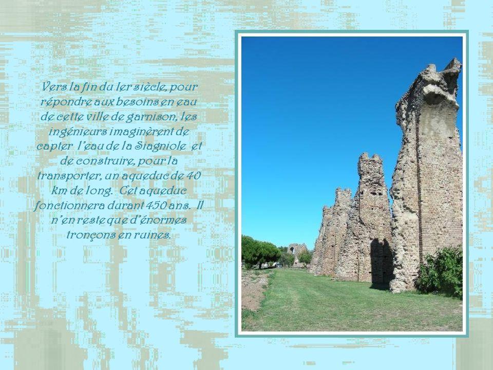 Vers la fin du Ier siècle, pour répondre aux besoins en eau de cette ville de garnison, les ingénieurs imaginèrent de capter l'eau de la Siagniole et de construire, pour la transporter, un aqueduc de 40 km de long.