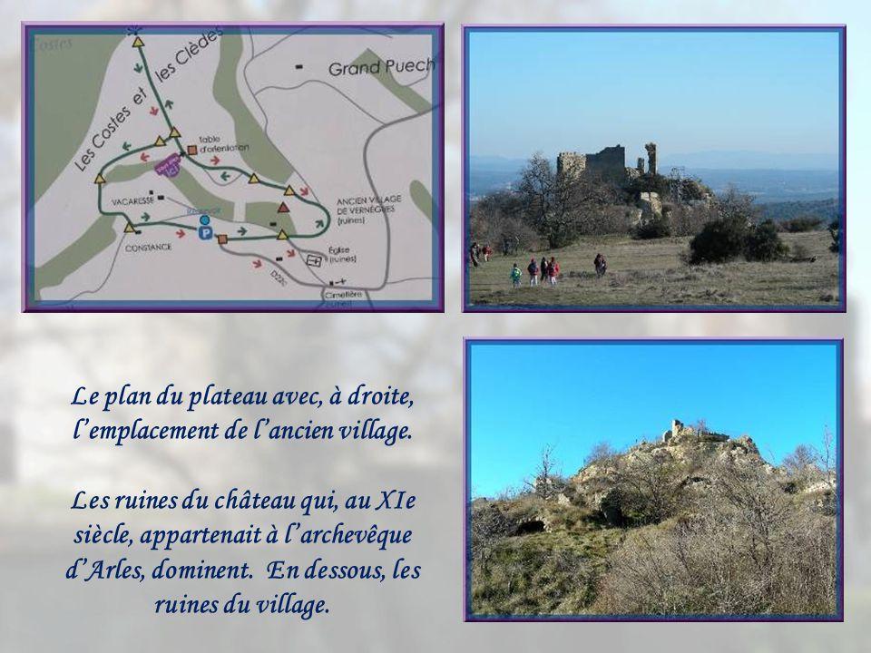 Le plan du plateau avec, à droite, l'emplacement de l'ancien village.