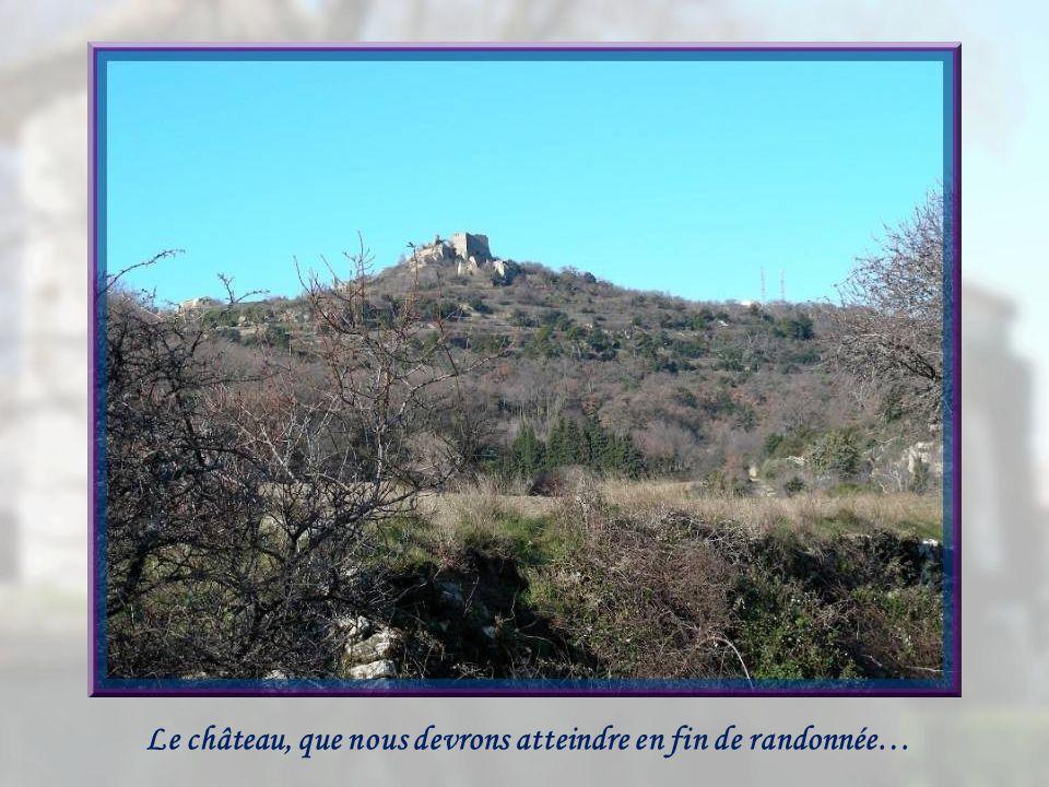 Le château, que nous devrons atteindre en fin de randonnée…