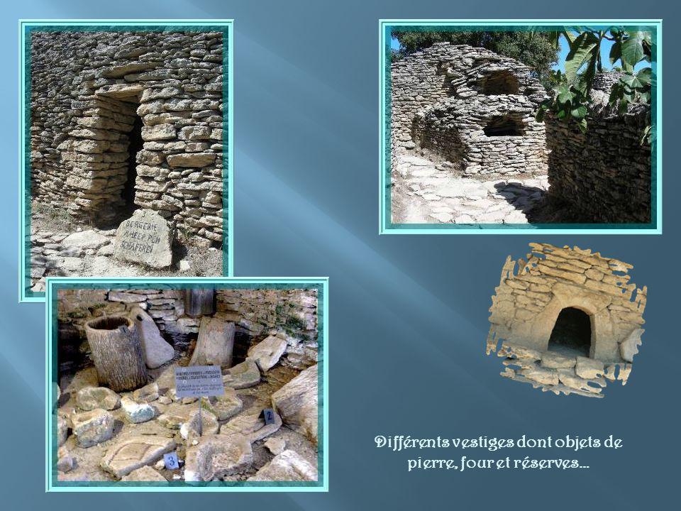 Différents vestiges dont objets de pierre, four et réserves…