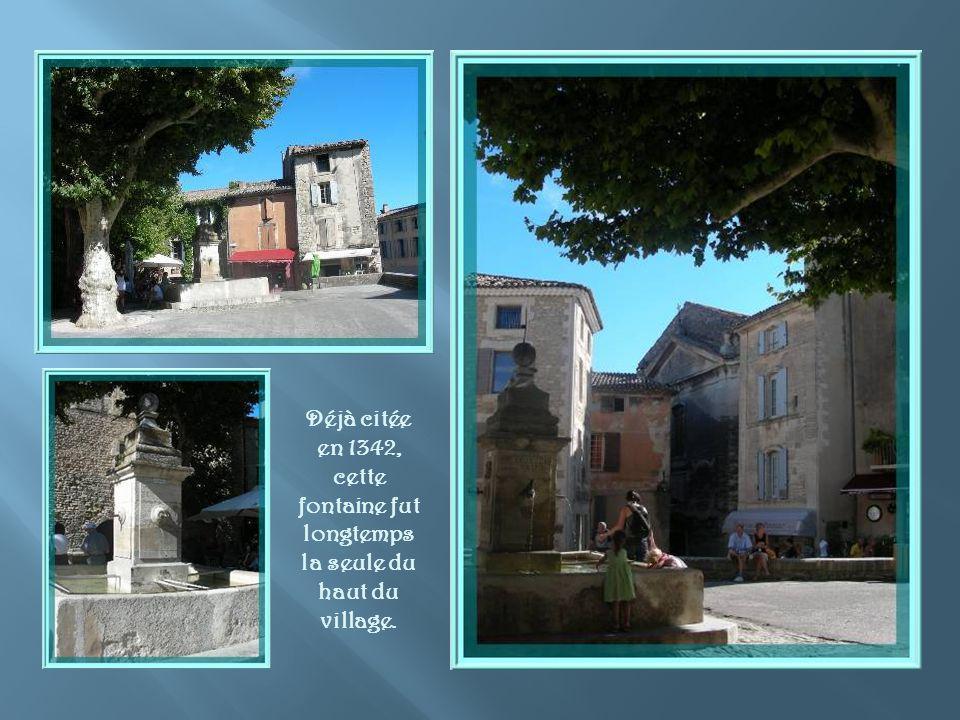 Déjà citée en 1342, cette fontaine fut longtemps la seule du haut du village.