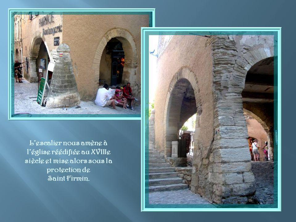 L'escalier nous amène à l'église réédifiée au XVIIIe siècle et mise alors sous la protection de