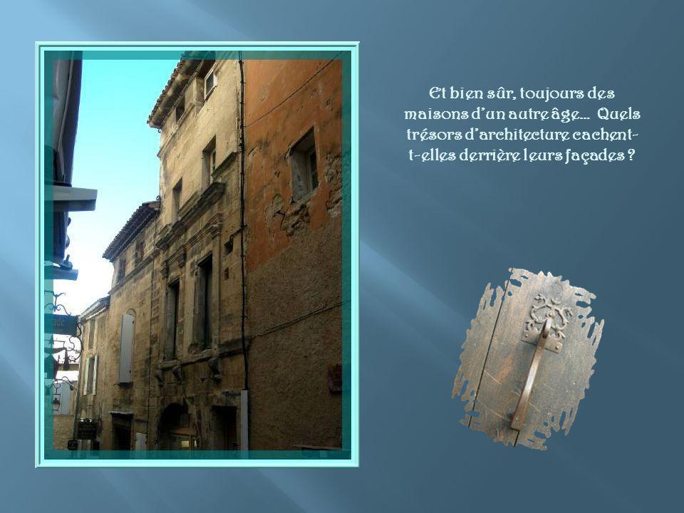 Et bien sûr, toujours des maisons d'un autre âge… Quels trésors d'architecture cachent-t-elles derrière leurs façades