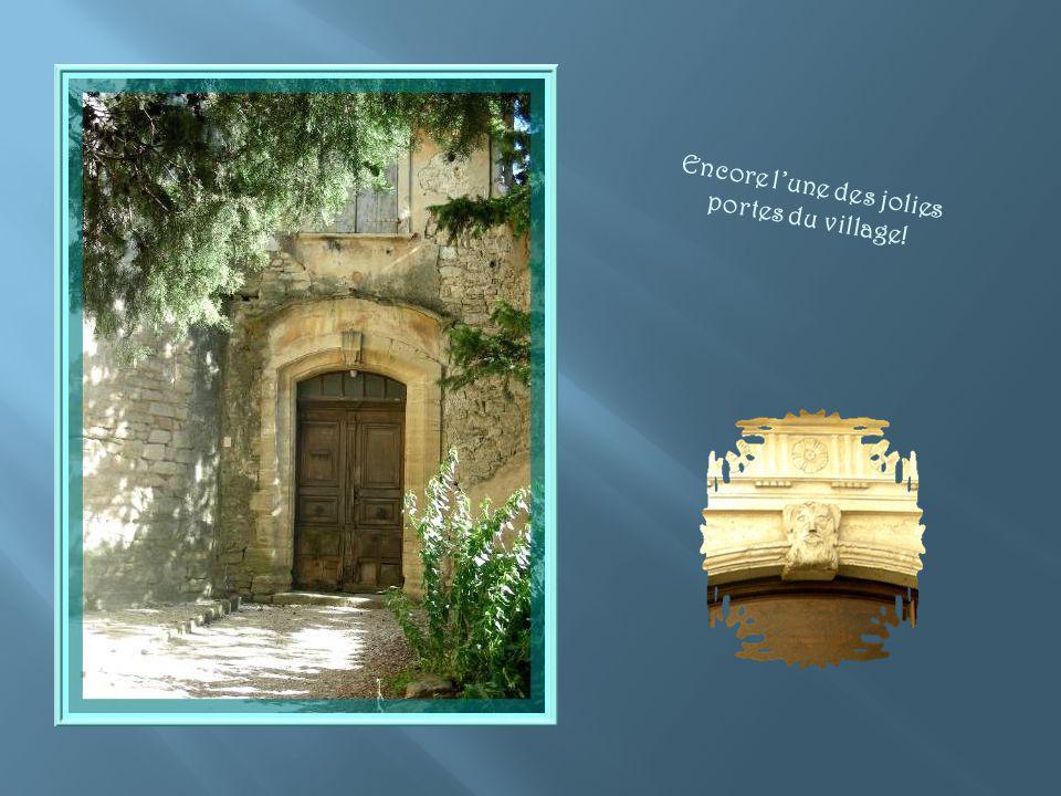 Encore l'une des jolies portes du village!