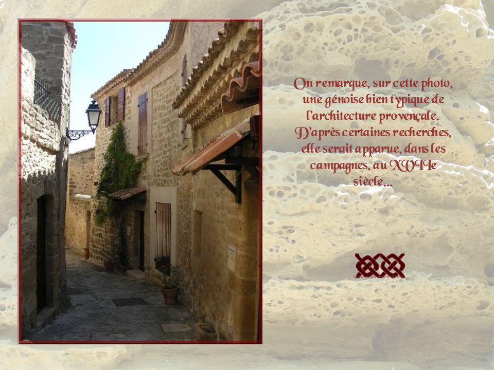 On remarque, sur cette photo, une génoise bien typique de l'architecture provençale.