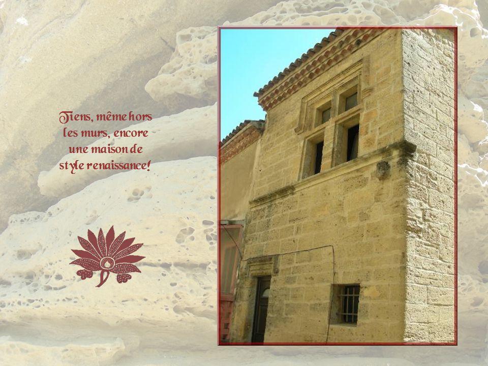 Tiens, même hors les murs, encore une maison de style renaissance!