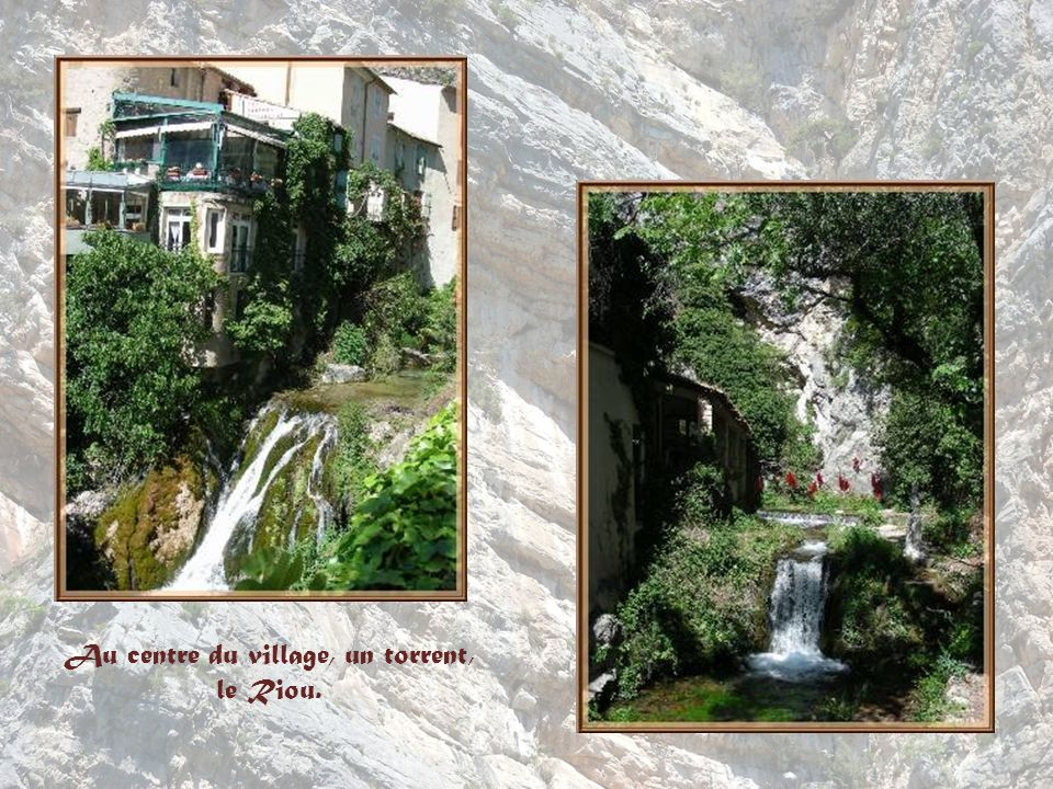 Au centre du village, un torrent,